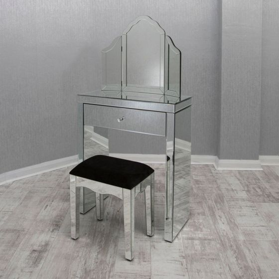 Little Mirrored Dresser Set